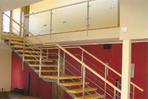 I-kujuline trepp. Metallist talaga