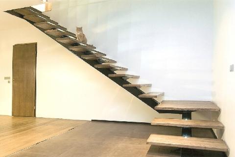 L-kujuline metalltalaga trepp